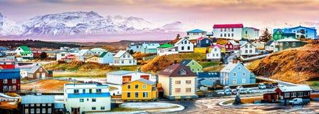 Casas islandêsas coloridas de Stykkisholmur foto de stock royalty free
