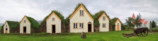 Casas islandêsas do relvado foto de stock royalty free