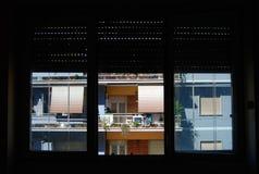 Casas italianas de Roma de la ventana fotos de archivo libres de regalías