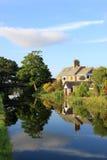 Casas laterales del canal por el canal de Lancaster, Lancaster. Foto de archivo