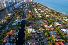Casas luxuosas da imagem aérea na praia dourada FL Foto de Stock Royalty Free