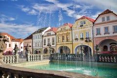 Casas medievais em uma praça da cidade imagem de stock royalty free