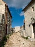 Casas medievales en la fortaleza de Rasnov imagenes de archivo