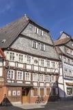 Casas medievales enmaderadas viejas en Butzbach, Alemania debajo de SK azul Imágenes de archivo libres de regalías