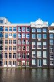 Casas medievales holandesas tradicionales en Amsterdam Foto de archivo