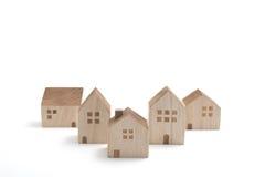 Casas miniatura en el fondo blanco Fotografía de archivo libre de regalías