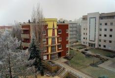 Casas modernas en invierno imagenes de archivo