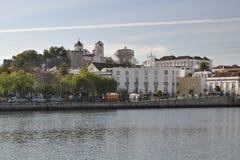Casas na costa do rio Imagens de Stock Royalty Free
