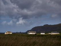 Casas na costa oeste irlandesa Foto de Stock Royalty Free