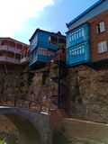 Casas na rocha tbilisi geórgia imagem de stock
