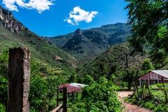 Casas nas montanhas Imagens de Stock Royalty Free