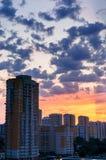 Casas no alvorecer com as nuvens Imagens de Stock Royalty Free