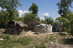 Casas no campo haitiano imagem de stock royalty free