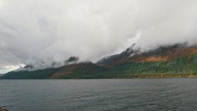 Casas no lago Loh Lomond - paisagem escocesa filme