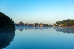Casas no lago sem vento & no x22; Nieuwe Meer& x22; em Amsterdão Foto de Stock Royalty Free
