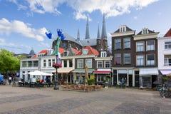 Casas no mercado da louça de Delft, Países Baixos fotografia de stock royalty free
