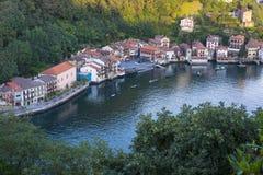 Casas no porto de Pasajes fotos de stock royalty free