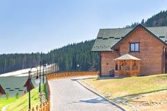 Casas no recurso de montanha Imagem de Stock Royalty Free
