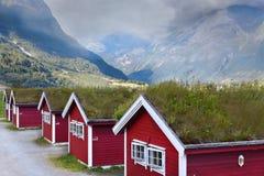 Casas noruegas en las montañas Foto de archivo libre de regalías