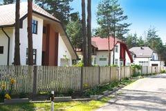 Casas nos subúrbios Imagem de Stock Royalty Free