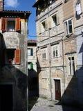 Casas para baixo na cidade Lovran na Croácia Imagens de Stock Royalty Free