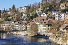 Casas pelo rio de Aare em Berna Imagem de Stock
