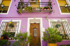 Casas pintadas mediterráneas típicas foto de archivo
