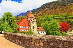 Casas pintorescas Liechtenstein de Vaduz Imágenes de archivo libres de regalías