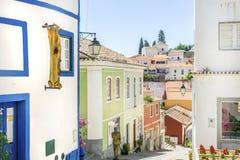 Casas portuguesas em Monchique pitoresco, o Algarve, Portugal fotos de stock