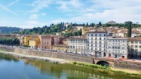 Casas que enfrentam o rio de Arno em Florença, Itália Imagens de Stock