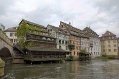 Casas que enmarcan de la madera del la Petite France del distrito Estrasburgo, Francia fotos de archivo libres de regalías