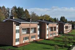 casas residenciais do tijolo do bloco do País-andar Imagem de Stock