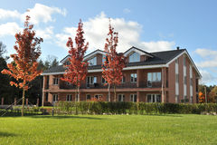 casas residenciais do tijolo do bloco do País-andar Fotografia de Stock Royalty Free