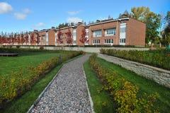 casas residenciais do tijolo do bloco do País-andar Foto de Stock Royalty Free