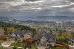 Casas residenciais do vale feliz na queda Fotografia de Stock Royalty Free