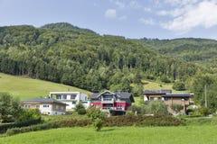 Casas residenciais em cumes austríacos Foto de Stock