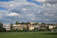 Casas residenciales en Novy Jicin, República Checa imagen de archivo