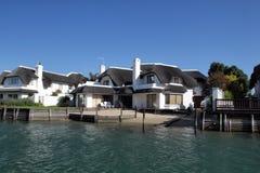 Casas residenciales en St Francis Bay, Suráfrica Foto de archivo