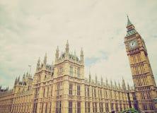 Casas retras de la mirada del parlamento Foto de archivo