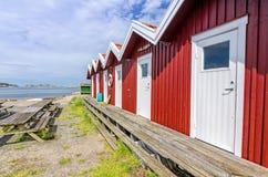 Casas rojas costeras del servicio Fotos de archivo