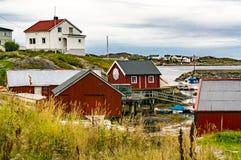 Casas rojas sobre la bahía Imagenes de archivo