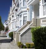 Casas soleadas del victorian en San Francisco Fotografía de archivo libre de regalías