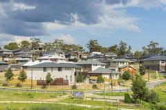 Casas suburbanas modernas en la colina en Melbourne Fotografía de archivo libre de regalías