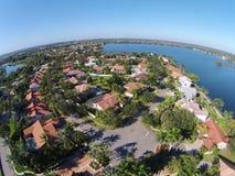 Casas suburbanas na vista aérea florida imagens de stock royalty free