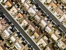 Casas suburbanas residenciais. Imagem de Stock
