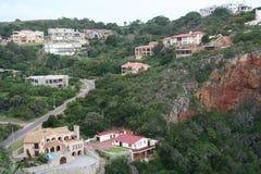 Casas superiores del acantilado Foto de archivo libre de regalías