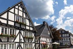 Casas suportadas alemãs no freudenberg Alemanha fotos de stock royalty free
