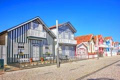 Casas típicas com as listras coloridas em Costa Nova, Aveiro Foto de Stock Royalty Free