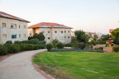 Casas típicas no fundo das montanhas no Jerusalém, Israel fotos de stock