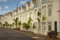 Casas Terraced coloridas Cobh ireland imagens de stock